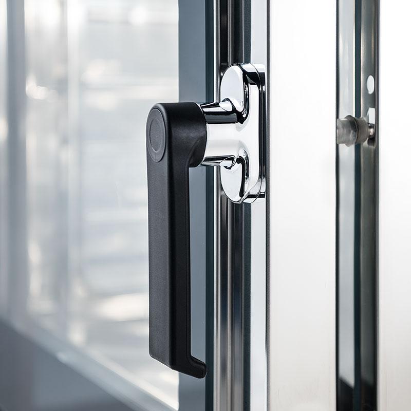 maniglia con sistema di apertura di sicurezza